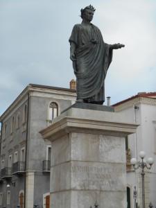 Ph 2_Statue Horace Venosa